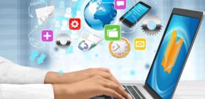 Pessoa digitando em computador com logo do EduCorp